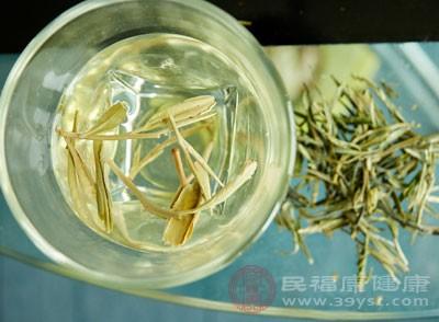 春饮花茶,夏饮绿茶,秋饮青茶,冬饮红茶
