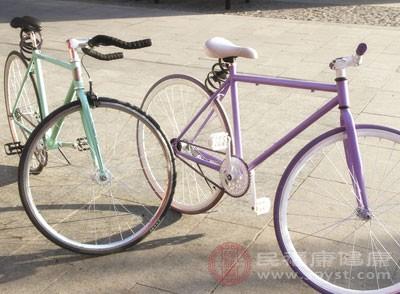 骑自行车瘦小腿