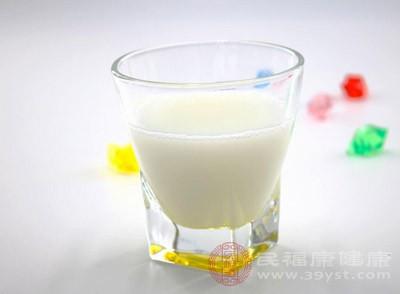 糖尿病人可以喝牛奶吗 牛奶有这些功效