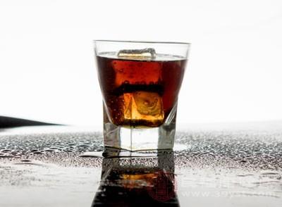 长期喝可乐的危害 小心引起这些问题
