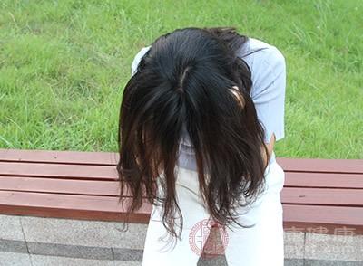 女人掉头发怎么办 多吃这些防止脱发