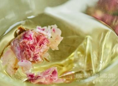 玫瑰花茶的功效与作用 女人每天喝它美容养颜