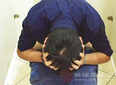 由于痔块脱出及括约肌松弛,黏液流出肛外刺激皮肤,而导致皮肤瘙痒和肛门湿疹