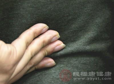 不论是指摩还是掌摩,都要求肘关节自然屈曲,腕部放松,指掌自然伸直,动作要缓和而协调