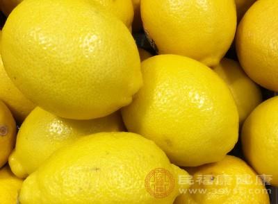 柠檬泡水认识误区,胃病不能喝