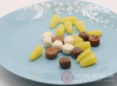 常见的高�p�食物:砂糖、糖果、糕炏V��蜂蜜等