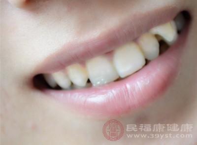 洗牙会磨掉牙釉质损坏牙齿