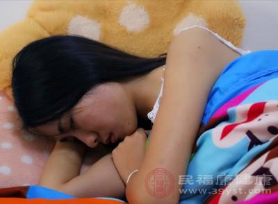 早睡的话能给肝脏充足的时间进行排毒