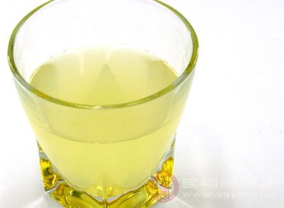 在喝了柠檬水之后要做好防晒工作