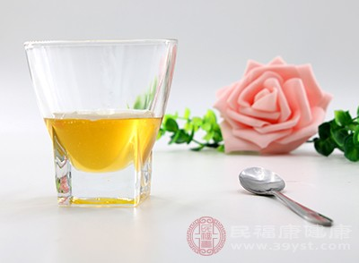 蜂蜜是最好的选择,它能让便秘消失,让身体内的毒素出来,让身体一身轻松