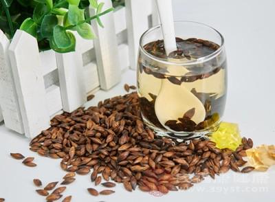 喝一点大麦茶能够清除口腔中的异味