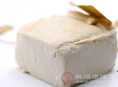 豆腐黑作坊藏身村里 荥阳豫龙镇联合执法取缔