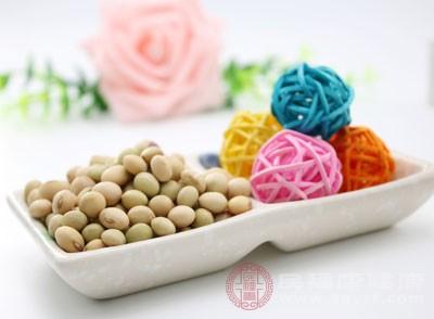 大豆的滋阴效果是众所周知的,大豆不仅能有效降燥还能补充人体所需的蛋白质