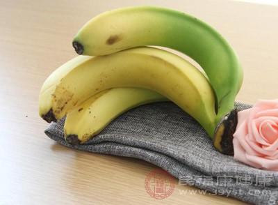 2根香蕉(压烂)、200g面粉、3颗蛋