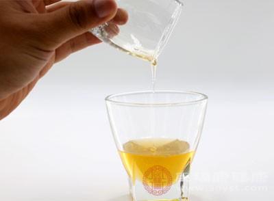 空腹喝蜂蜜水好吗 蜂蜜能作为清晨第一杯水吗