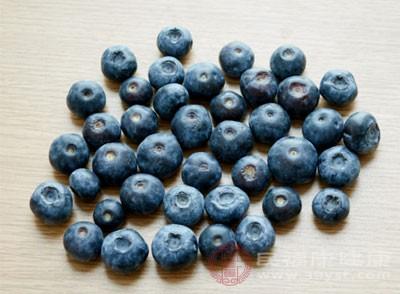 水果(蓝莓)未经清洗直接放入榨汁机