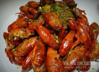夜宵标配小龙虾价格普遍上涨 月底将会大量上市