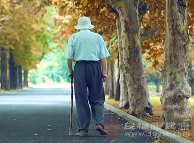 老人骨质疏松怎么缓解 常吃这些有帮助