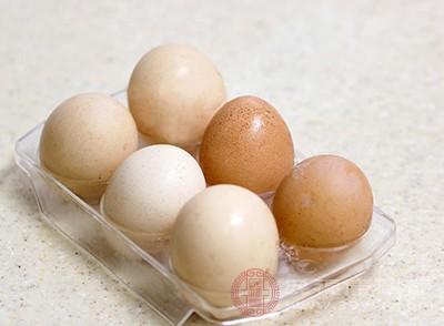 有蔬菜、卤肉、米饭、鸡蛋等多种食材