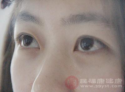 引起红眼病的原因 这样治疗红眼病