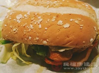 """""""抗生素汉堡""""测评 麦当劳与汉堡王上黑榜"""