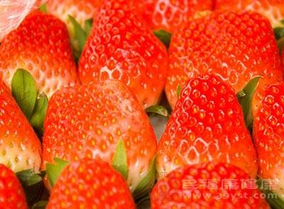 草莓中很有维生素C和抗氧化物质
