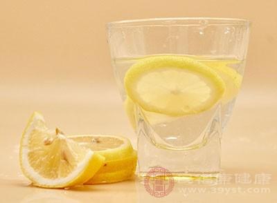 孕妇能喝柠檬水吗 原来柠檬水的好处那么多