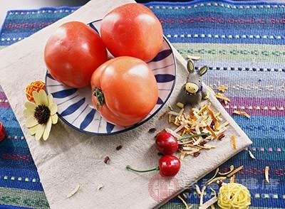 西红柿中含有丰富的维生素C