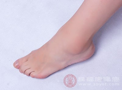 從而會使真菌的活躍度增加,誘發腳氣