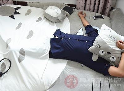 有些朋友有一個午睡習慣,就是到點了必須馬上睡