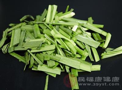 韭菜里面含有很多的维生素和粗纤维