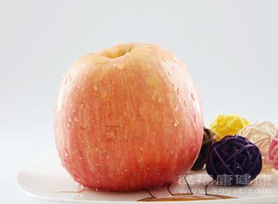 这个时候我们也可以吃一些柿子、石榴、苹果这类水果