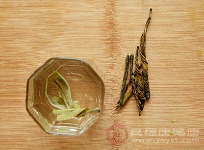苦丁茶是极微少半同时具拥有副向调理机体代谢和增强大者体避免疫两父亲干用的茶类