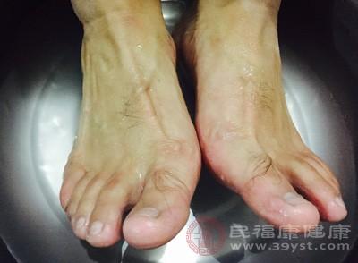 泡脚的好处 这样做能有效消除疲劳
