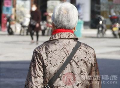 缺钙身体会有腰酸腿疼的表现