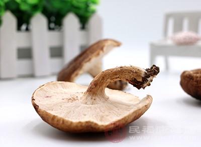 香菇不能和河蟹一起吃