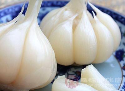 冬季预防感冒饮食中参加一些蒜或葱