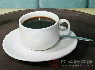 暂停摄食含咖啡因、酒精、牛奶、豆奶