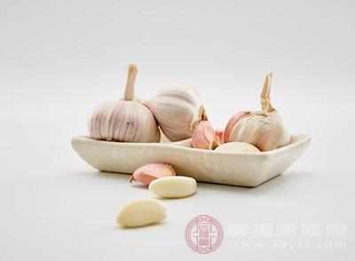 大蒜的味道很特别,吃起来会有种很过瘾的感觉