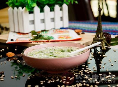 喝粥容易消化,对胃不好的人有很好的保健作用