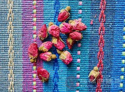 玫瑰花茶的功效 喝它让你排毒养颜皮肤好