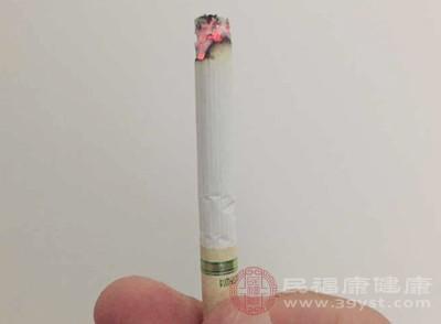 长期吸烟的人