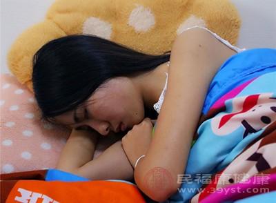在睡眠时代有时抽搐一下是正常的现象