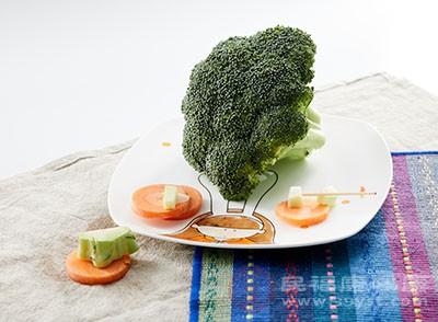 我们可以通过多吃一些健康绿色的瓜果蔬菜
