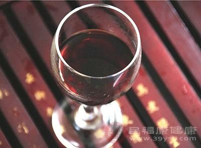红酒具有美容养颜的功效