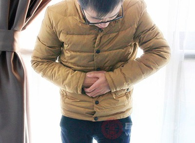 胆囊炎主要的症状就是上腹出现绞痛的情况