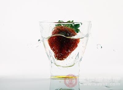 草莓抗老化的效果比较好