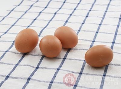 鸭肉不能和鸡蛋一起吃,因为同食的话会对人体中的元气造成损伤