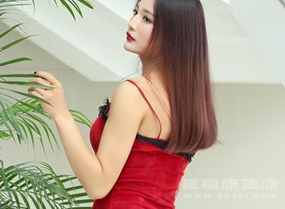 身材苗条的高个子女性