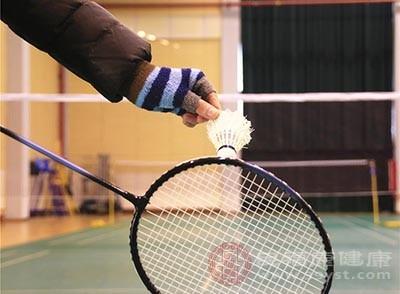 击球姿势不正确,手臂也容易受伤